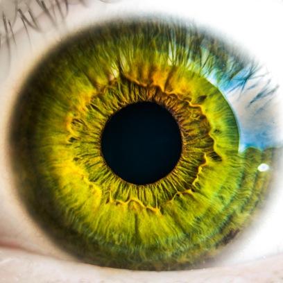 ¿Cambiarías el color de tu iris? Atención al informativo